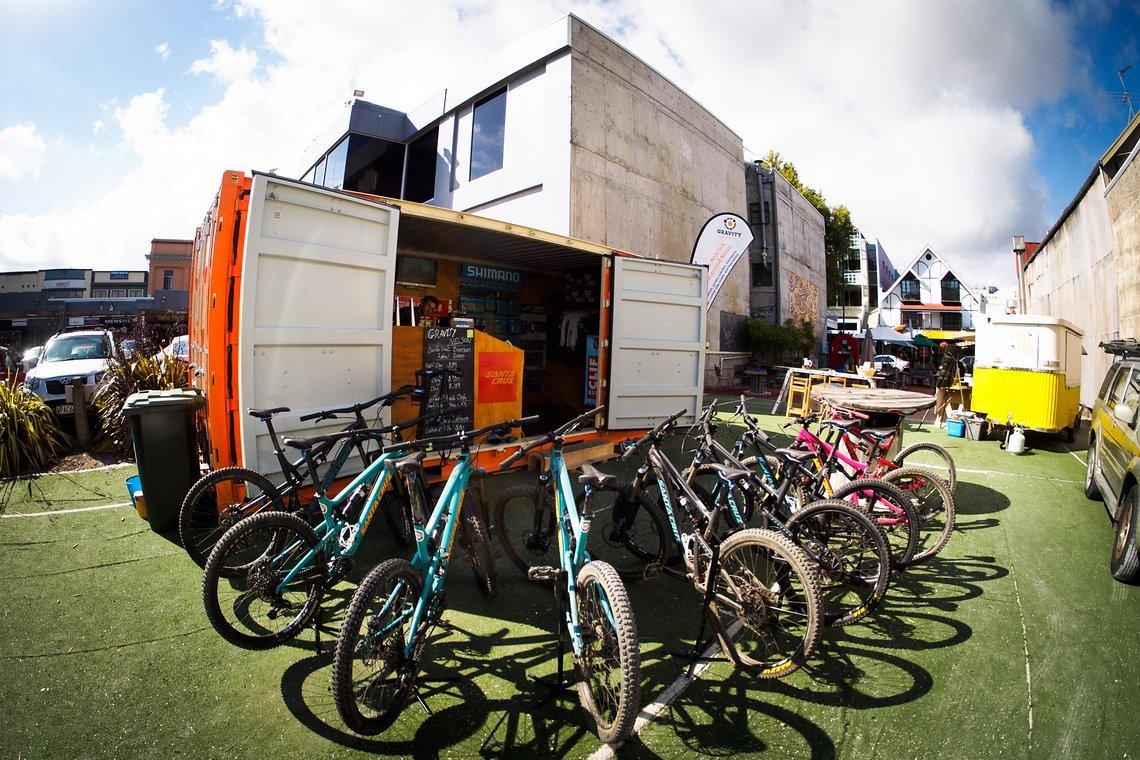 Der beste Bikeshop in Nelson hat sich auf der Slow Food-Meile eingerichtet