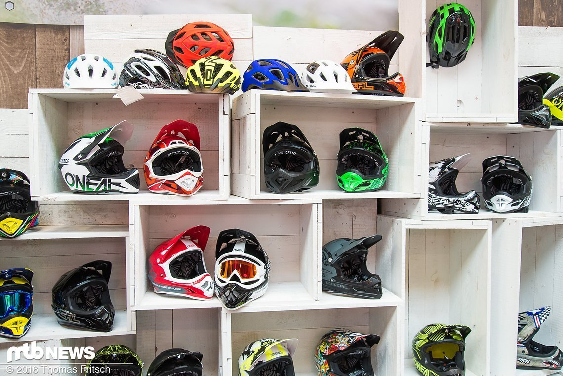 Jede Menge neue Helme!