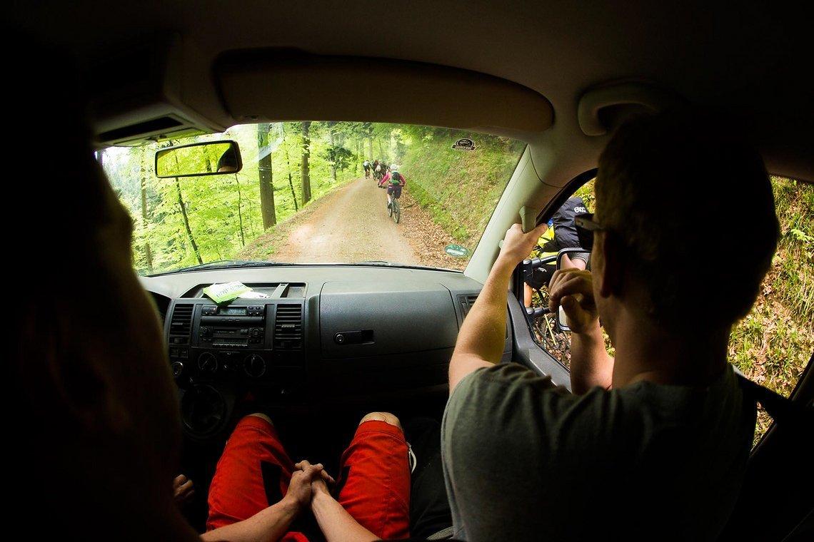 Die Auffhart zur Jungfernfahrt. Unzählige Radler konnten es nicht erwarten, den Kybfelsen hinauf zu fahren und den neuen Trail unter die Stollen zu nehmen.