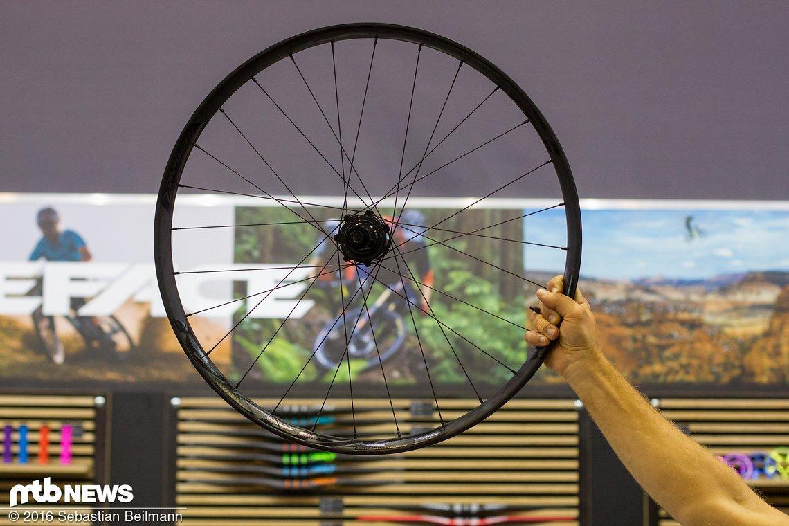 """Die Turbine R Laufräder gibt es als 27,5"""" oder 29"""" Variante in als 100 & 142 mm Einbaubreite oder Boost 110 & 148 mm Einbaubreite"""
