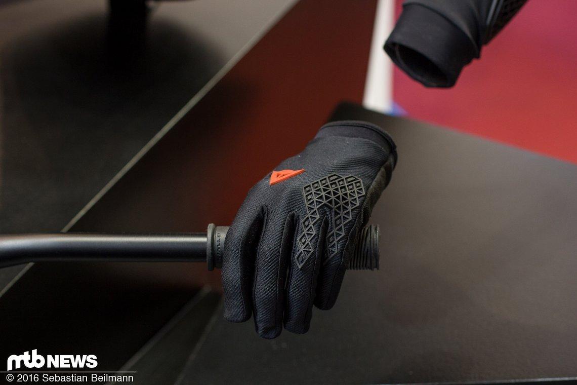 Im passenden Bionomischen Muster gibts natürlich auch Handschuhe dazu.