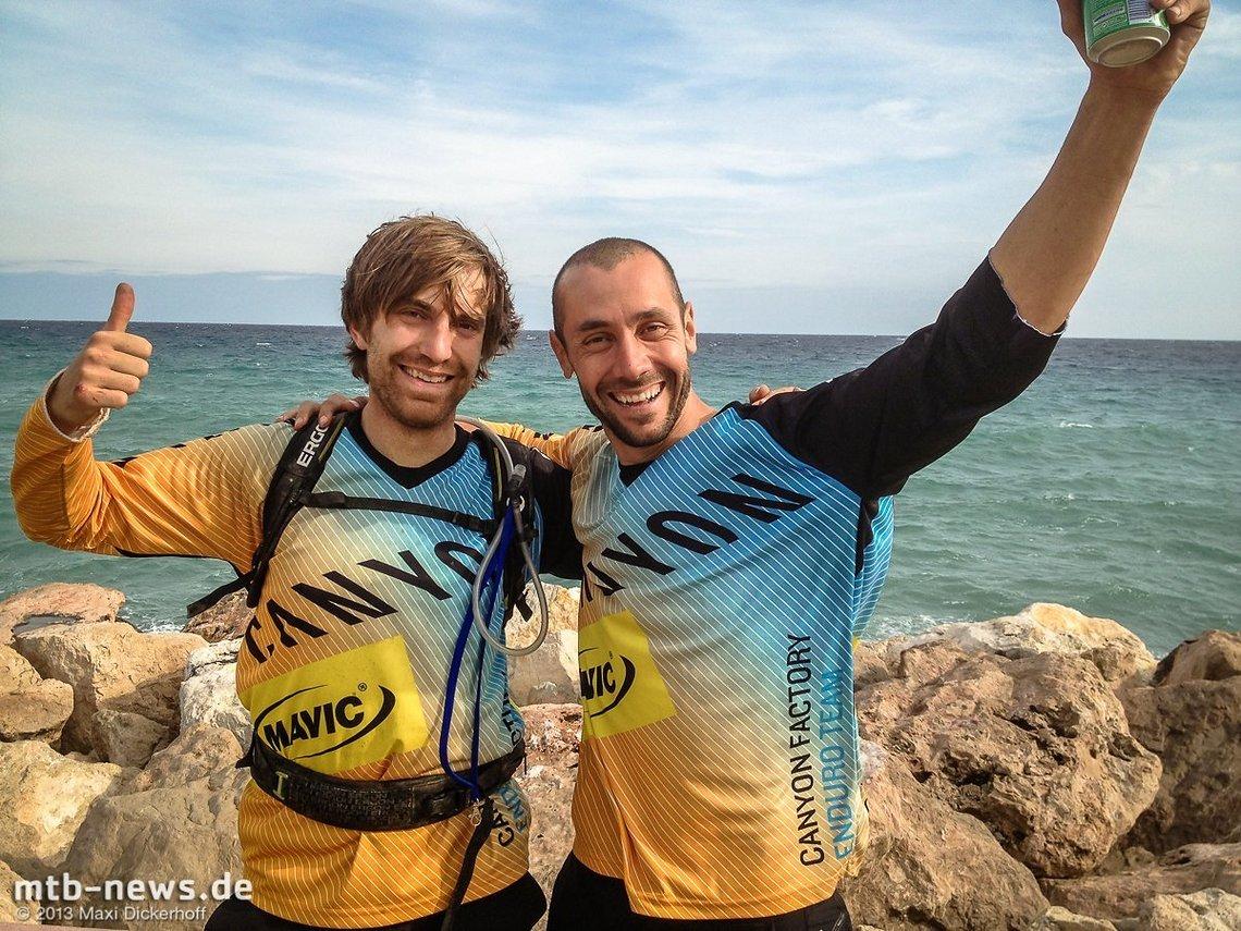 Geschafft aber Glücklich: Im Jahr 2013 fuhr Maxi gemeinsam mit seinem Idol Fabien Barel im Canyon Factory Enduro Team