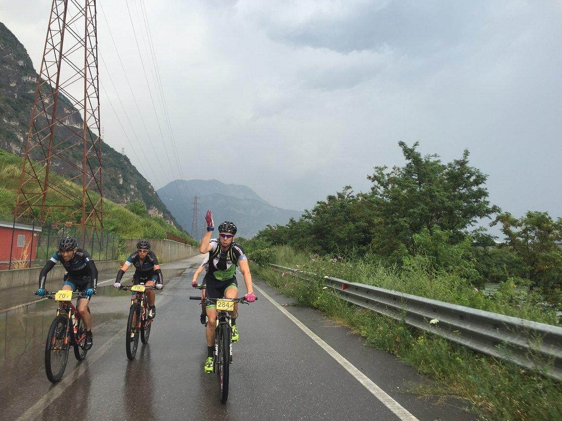 Der erste Regen der Transalp zum Ende der sechsten Etappe.