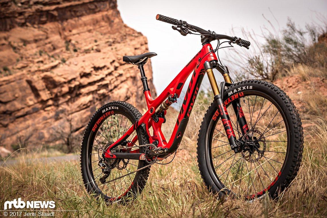 Bereit für Mountainbike-Abenteuer – das Pivot Mach 5.5