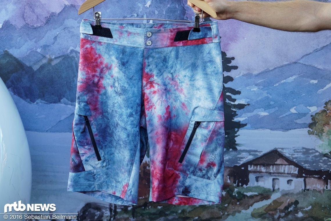 Die LabachM. Shorts in auffälligem Baltik Design