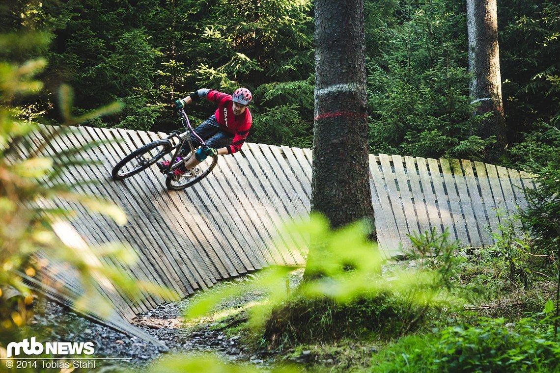 vergleichstest mountainbike helme all mountain und enduro. Black Bedroom Furniture Sets. Home Design Ideas
