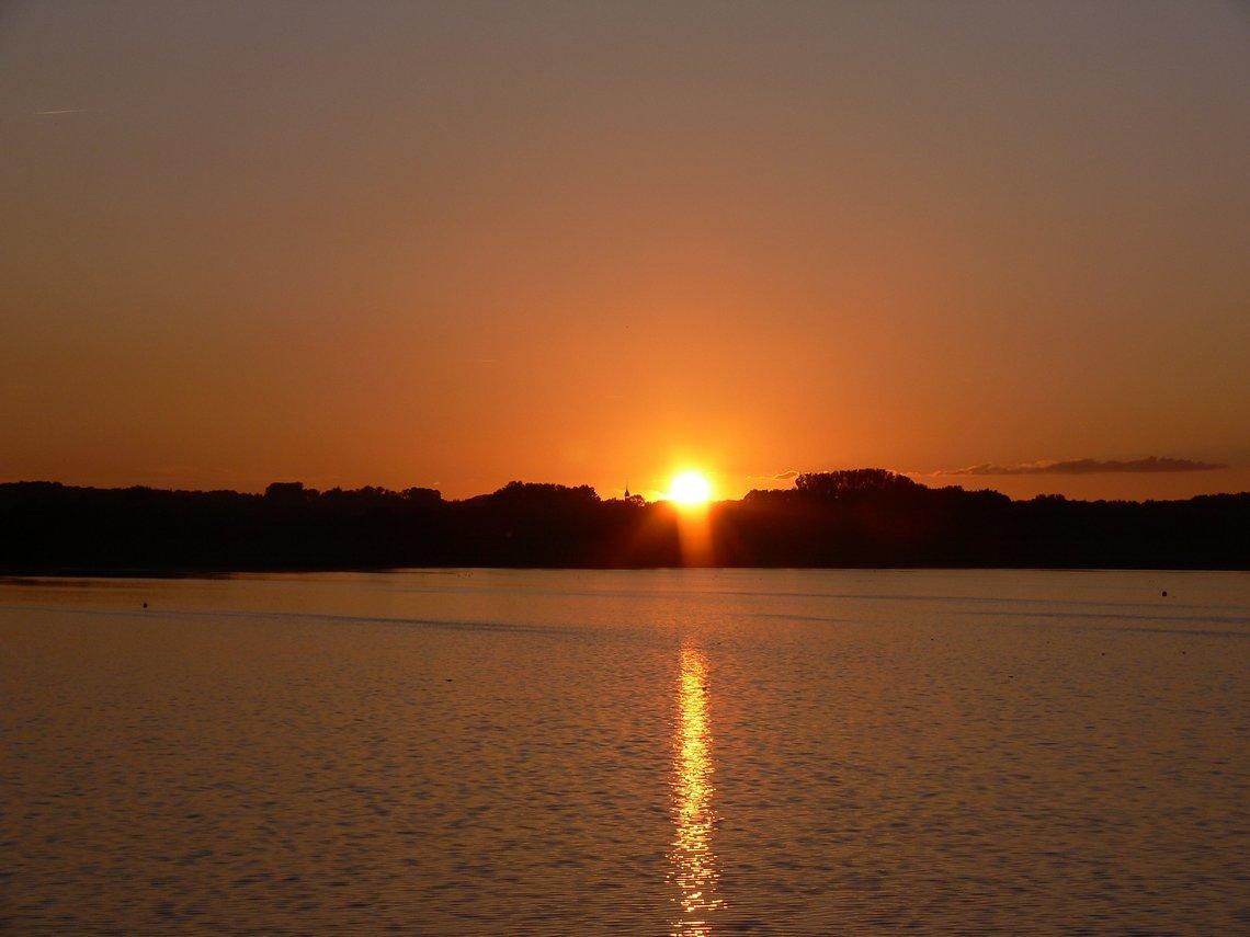 Ein Sonnenuntergang vom feinsten verabschiedet uns in die Nacht.