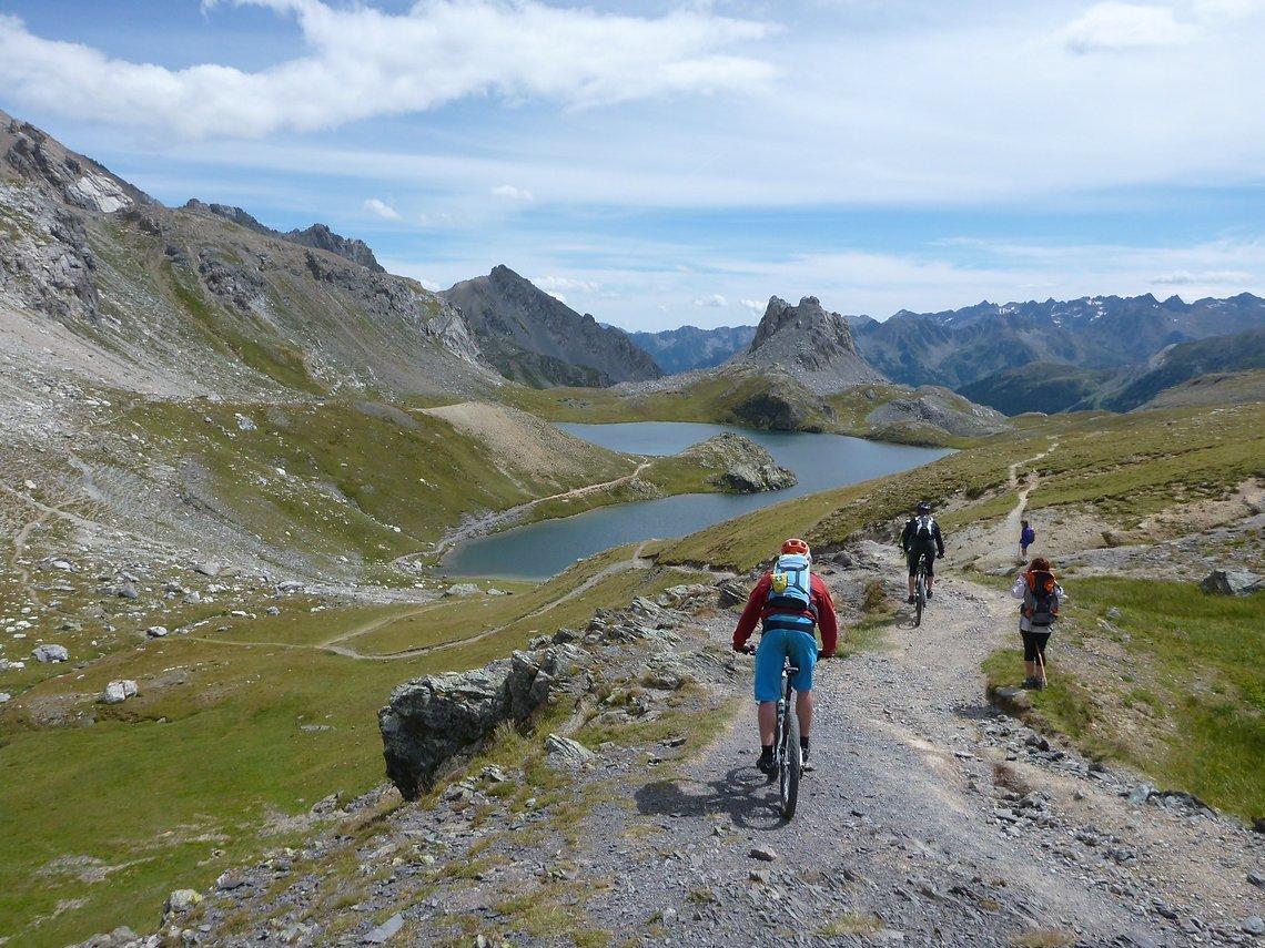 Nach der Abfahrt zum Lac Roburent geht es auf der anderen Seite wieder hoch zum  Colle della Scaletta auf italienischer Seite.