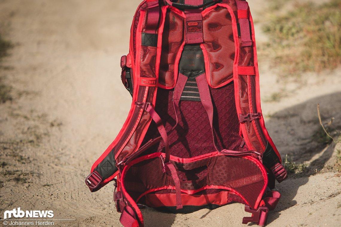 Stabile Hüftgurte in Kombination mit den V-Strings entlasteten den Rücken maßgeblich