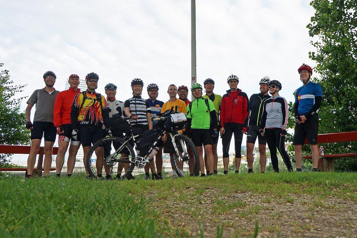 Gruppenbild am Startpunkt in Basel