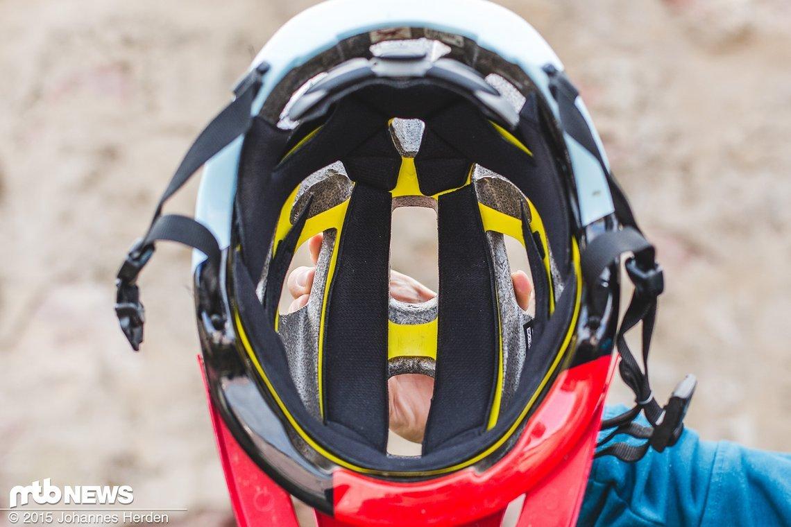Drei Polster sorgen für einen angenehmen Kontakt am Kopf und können zum Waschen problemlos herausgenommen werden