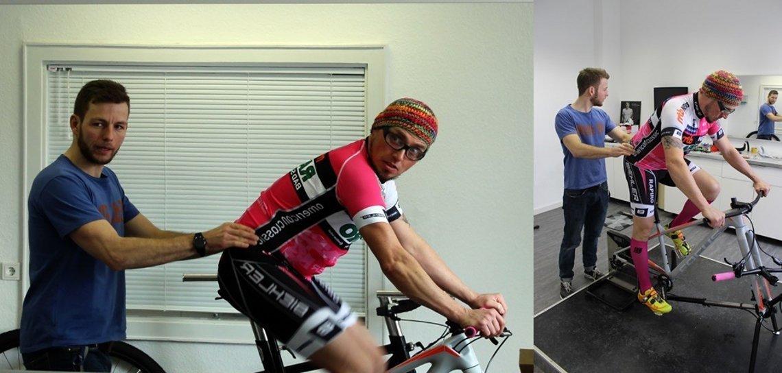 Bikefitting bei KOM-Sport, Sebastian legt Hand an.