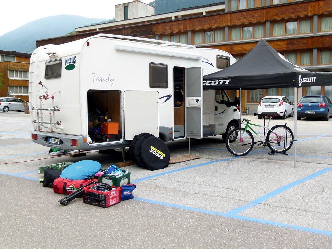 Erster, statt der geplanten 6 km Anfahrt zum Campingplatz sind es nur noch 800 m.
