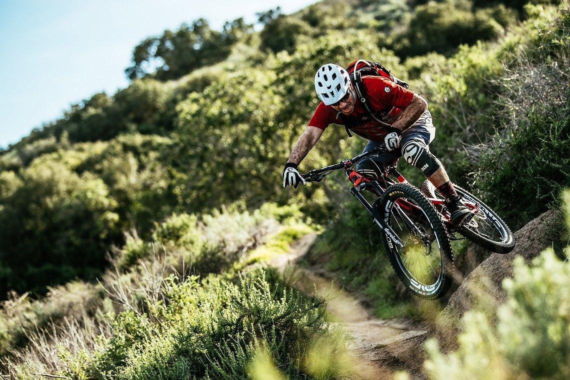 Brett auf einem seiner neuen Bikes – dem YT Capra