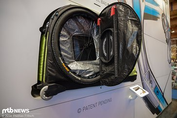 Auch ein 29er Laufrad findet genügend Platz im innern des Bike Bags.