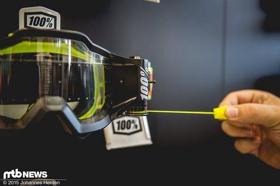 An der Kordel wird einfach gezogen, schon zieht sich ein neues Stück Folie über die gesamte Bandbreite