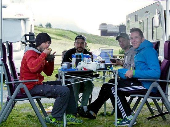 Morgendliches Frühstück im Jentschura-Lager