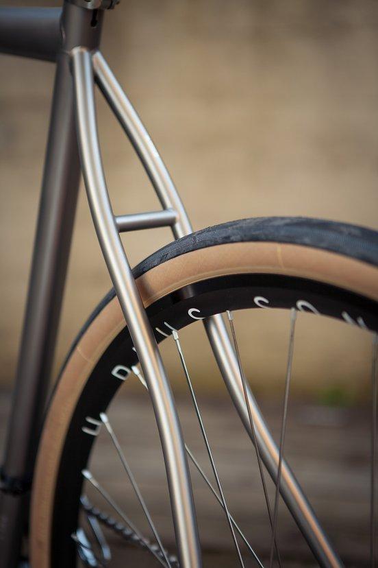 ... und sorgen in Kombination mit den voluminösen Reifen für Komfort
