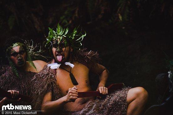 Zunge raus! Die Māori-Krieger haben ihre Feinde zum Fressen gern!