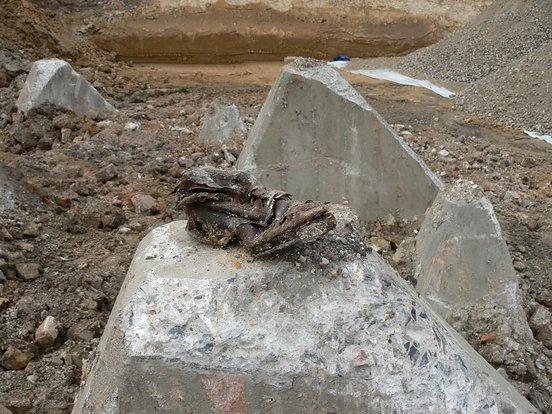 Hier lag der Westwall in einer Senke und wurde mit Trümmerschutt aus Aachen verfüllt.
