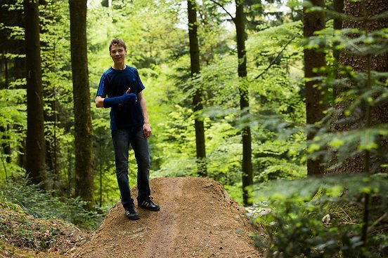Freund und Helfer Adrian verbrachte seine kompletten Osterferien mit den Kanadiern im Wald und half fleißig beim Schaufeln. Zu schade, dass er mit gebrochener Hand nicht an der Jungfernfahrt teilnehmen konnte. Gute Besserung, Adrian!