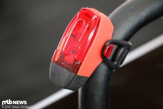 Klein aber fein! Ein leichtes, handliches Rücklicht, das den Biker in der Dämmerung sicher nach Hause bringen soll.