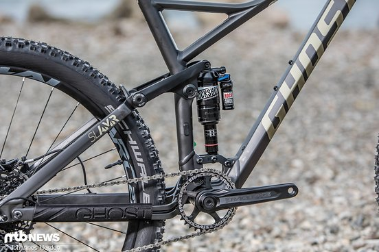 ... mit RockShox Monarch Plus R Debon Air am Heck