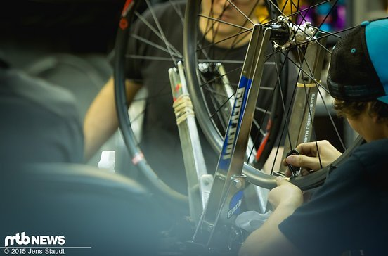 In dieser Abteilung werden alle i9 Laufräder eingespeicht...