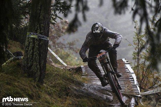 Jens Schlegel auf der nassen Strecke in Bellwald