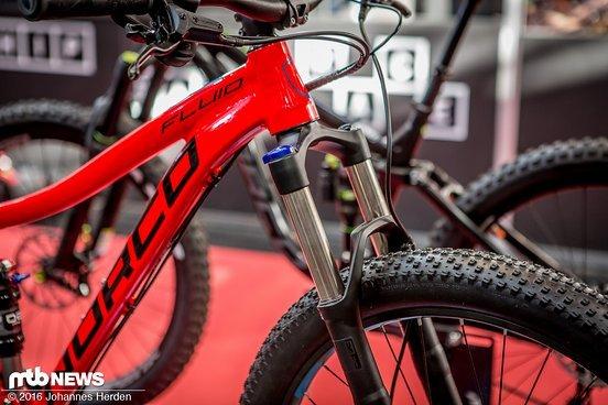 Als Federgabel ist die RockShox Sektor im Bike.