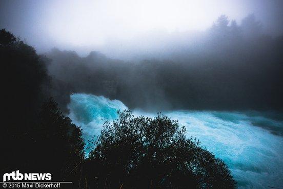 Beeindruckend: 140.000 Liter Wasser drücken sich hier pro Sekunde durch den Felskanal.