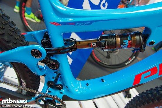 135 mm Federweg bietet das Switchblade am Heck