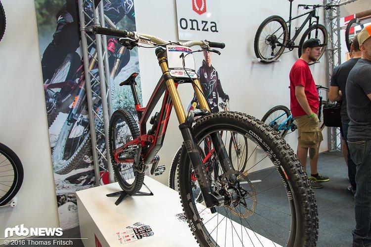 Das Bike von Aaron Gwin, der seit diesem Jahr von Onza unterstützt wird.