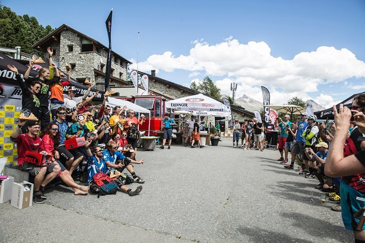 Glückliche Teilnehmer und Sieger bei den Rocky Mountain Trail Games
