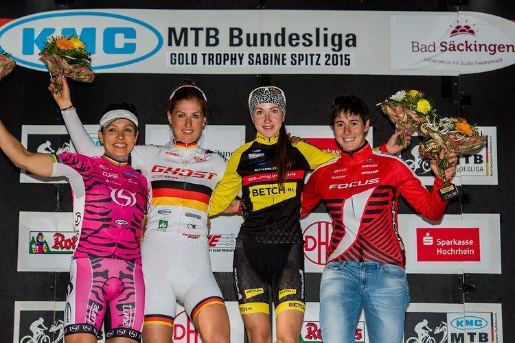 Yana Belomoina holt 2015 den Sieg in Bad Säckingen - unter anderem vor ihrer Cape Epic-Partnerin Sabine Spitz.