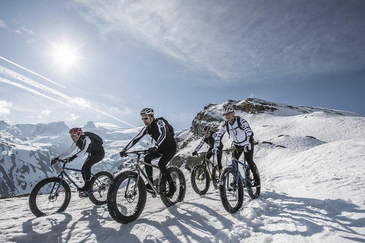 ... und Spaß mit Freunden im Schnee