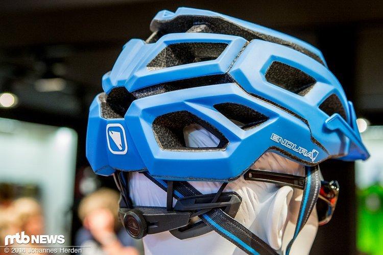 Kantig im Design und mit sehr tief ansetzendem Passsystem soll der Helm überzeugen