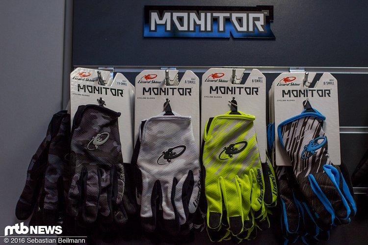 Die Monitor Handschuhe kommen von der leichten Version ohne Protektoren ...