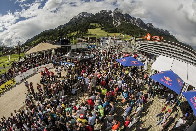 DHI-WC-2016-Leogang Crowd by Keith-Valentine-3