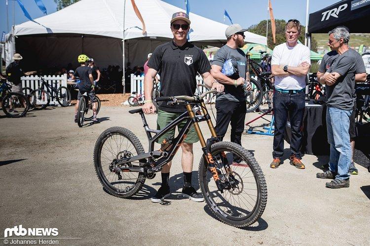Aaron Gwin samt Bike mit TRP Qudiem G-Spec Bremsen